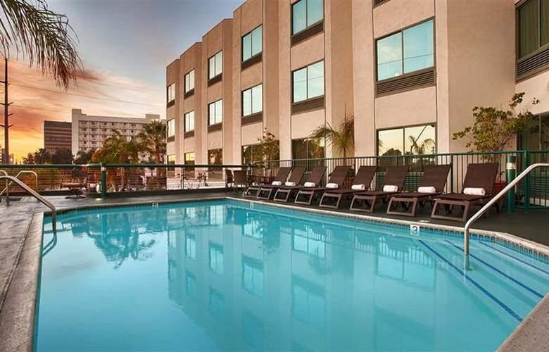 Best Western Plus Suites Hotel - Pool - 58