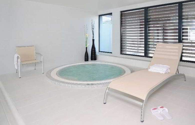 Residhome Carrieres Seine Saint Germain - Pool - 6