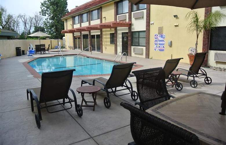 Best Western Town & Country Hotel - Pool - 57