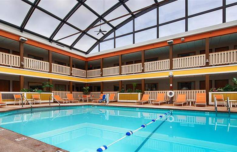Best Western Dubuque Hotel & Conference Center - Pool - 107