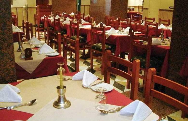 St Joseph - Restaurant - 4