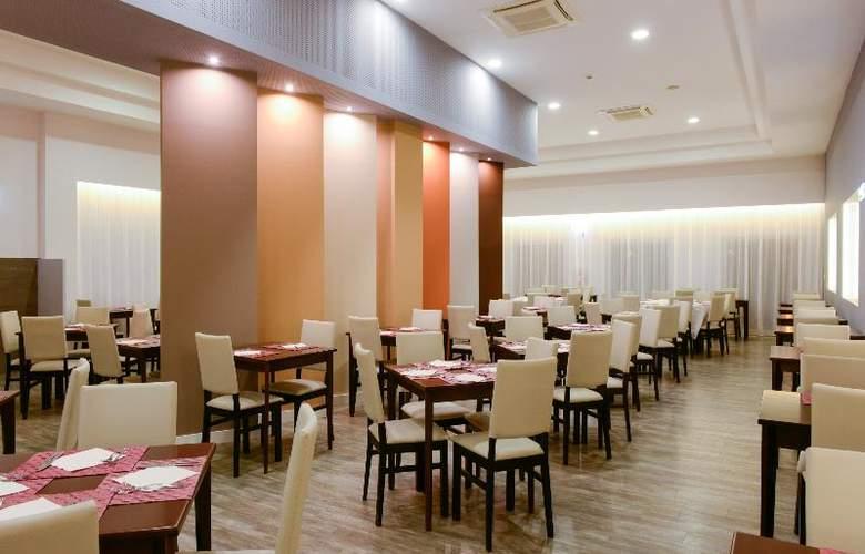 3HB Clube Humbria - Restaurant - 18