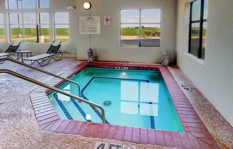 Hampton Inn & Suites Altus - Pool - 6