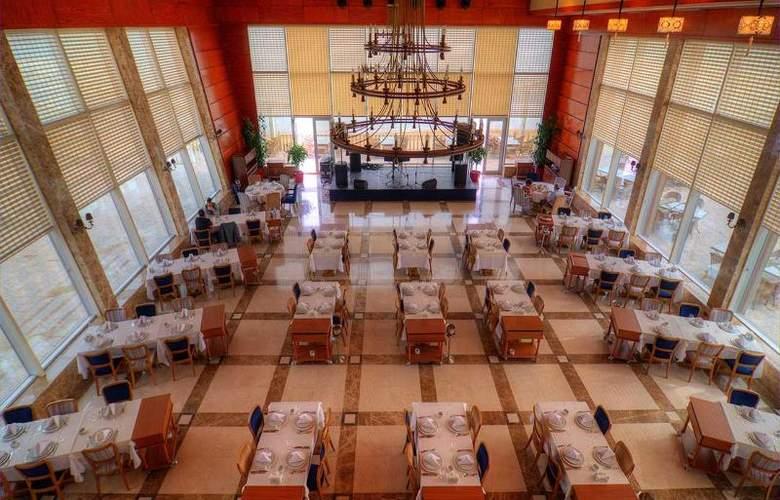 Ramada Baku Hotel - Restaurant - 25