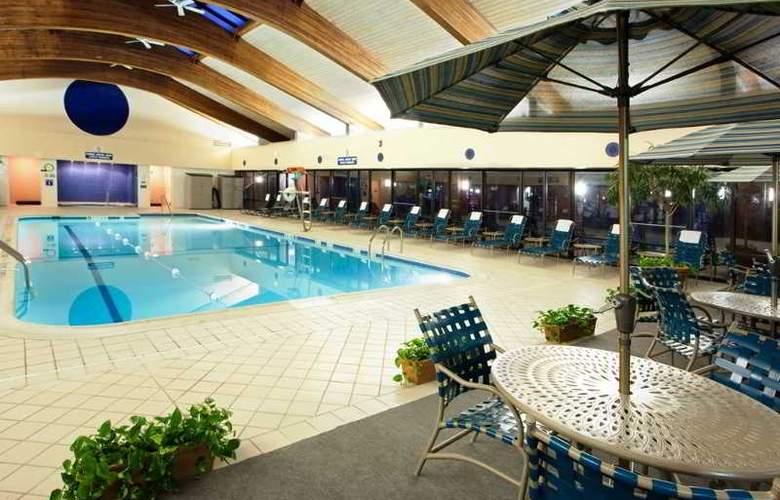 Holiday Inn Dulles International Airport - Pool - 2