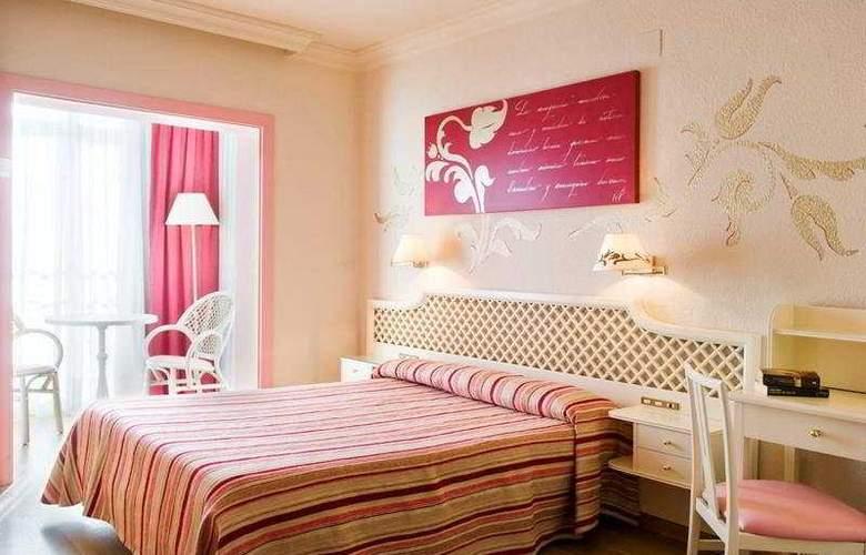 Monica - Room - 3