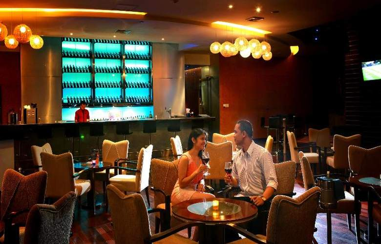 Grand Swiss-Belhotel Medan - Bar - 20