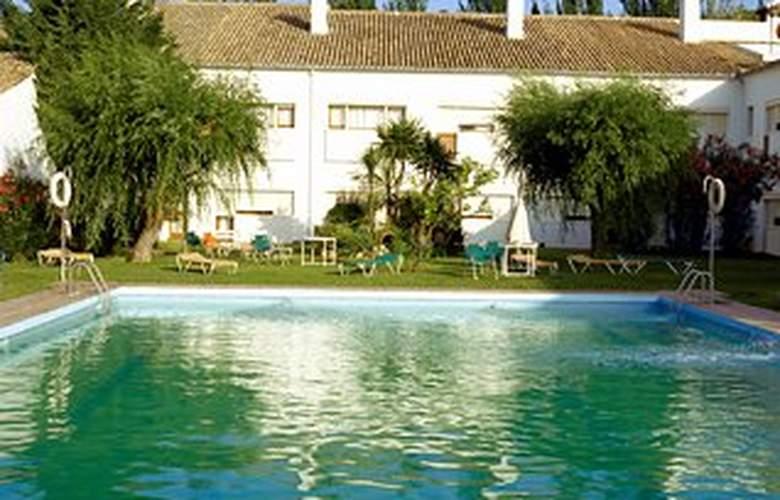 Parador de Antequera - Pool - 3