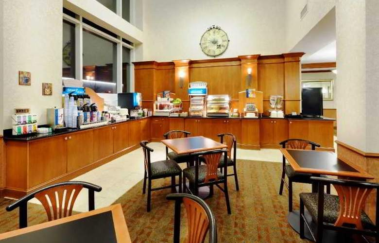 Holiday Inn Express Hotel & Suites Riverhead - Restaurant - 4