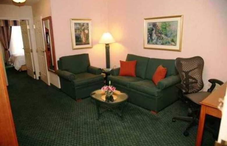 Hilton Garden Inn Addison - Hotel - 4