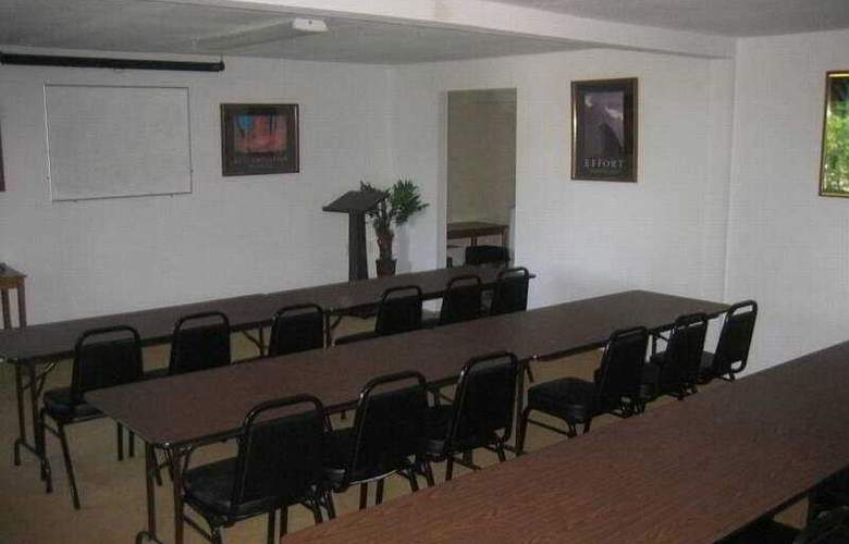 Howard Johnson Inn and Suites - Conference - 6