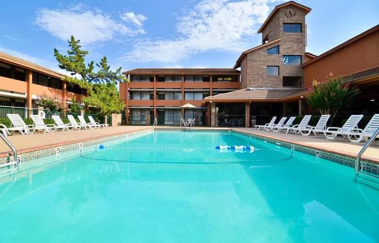 Best Western Saddleback Inn & Conference Center - Pool - 99