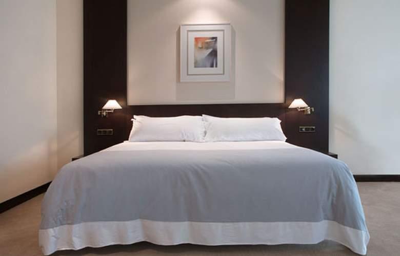 Exe Oviedo Centro - Room - 13
