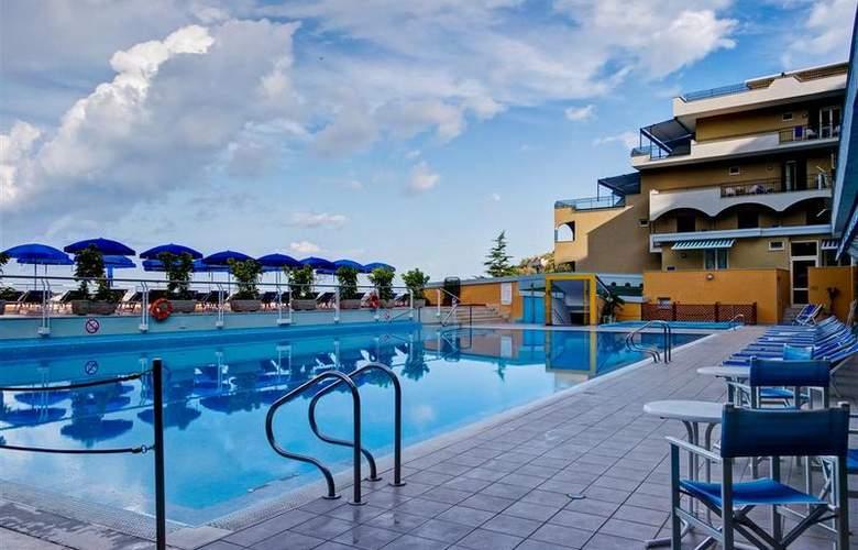 Best Western La Solara Sorrento - Pool - 33