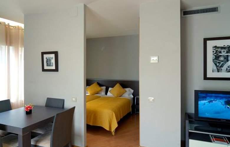 Amister Apartamentos - Room - 5