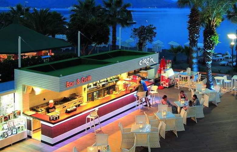 Cettia Beach Resort - Bar - 9