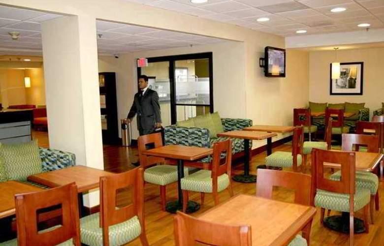 Hampton Inn Monterrey Aeropuerto - Hotel - 2