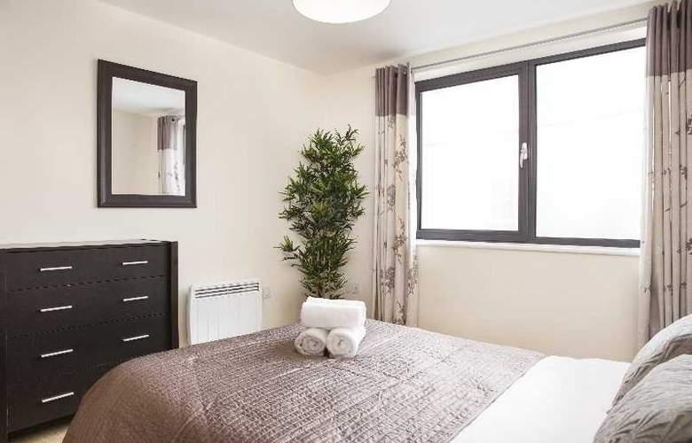 Cheltenham Plaza - Room - 11