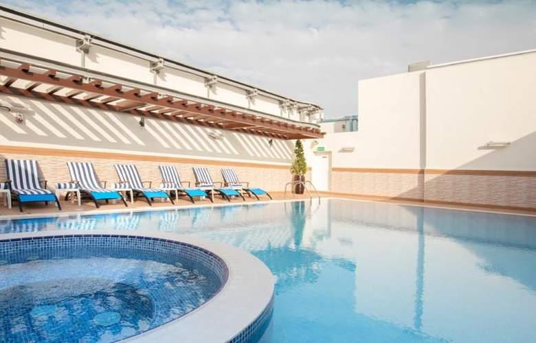 Gloria Downtown - Pool - 12