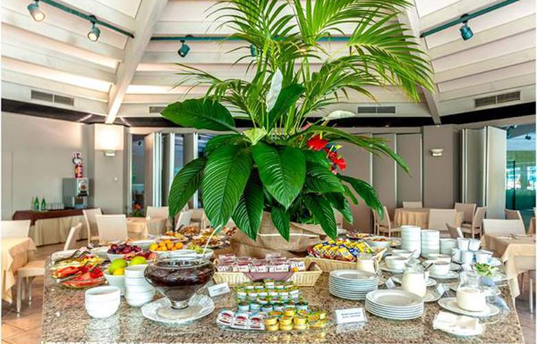 Acacia Marina Palace - Hotel - 5