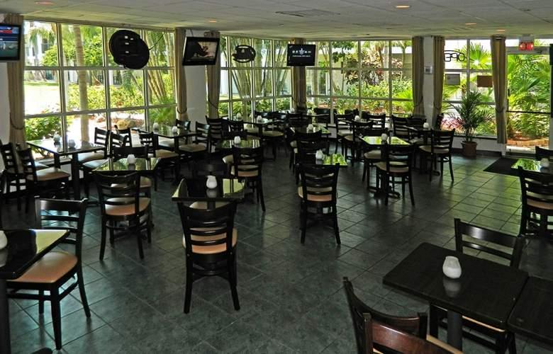 The Beachcomber Hotel & Resort - Restaurant - 7