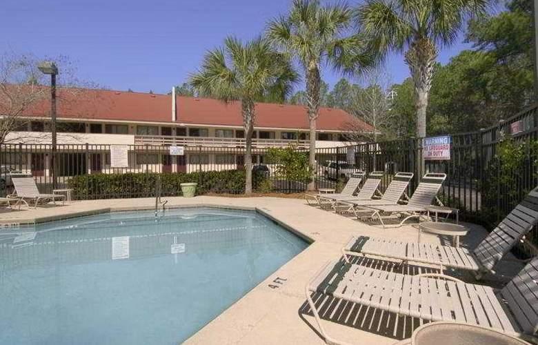 Red Roof Inn Jacksonville Airport - Pool - 5