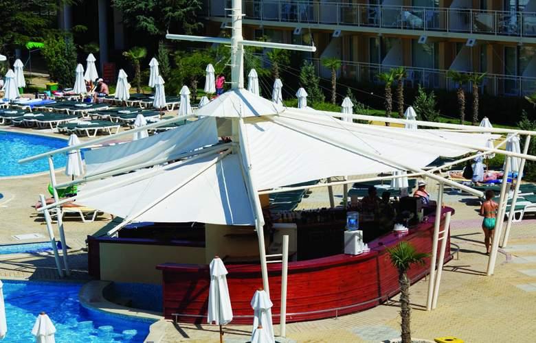 Evrika Beach Club - Bar - 26