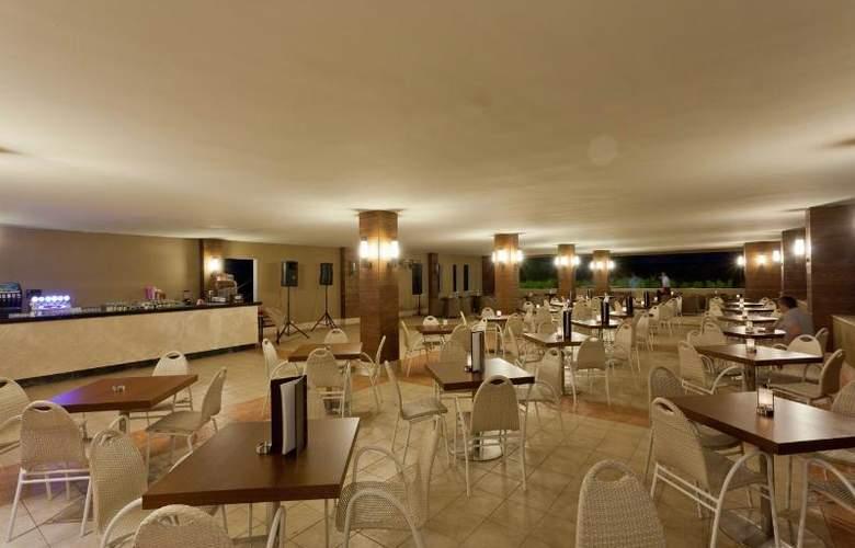 Sherwood Dreams Hotel - Bar - 21