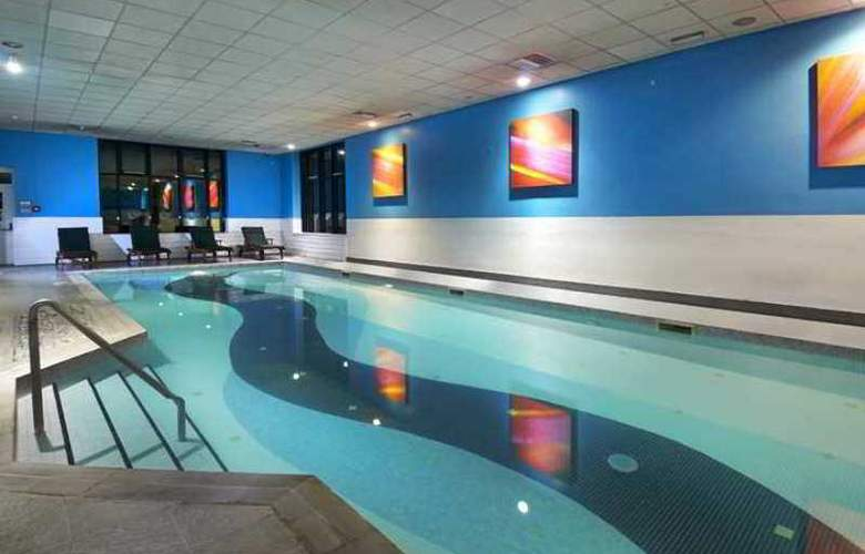 Novotel London Stansted Airport - Hotel - 10