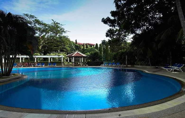 Waterfront Suites Phuket by Centara - Pool - 14
