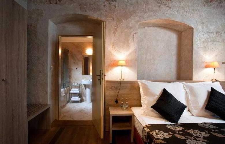 Santi - Room - 4