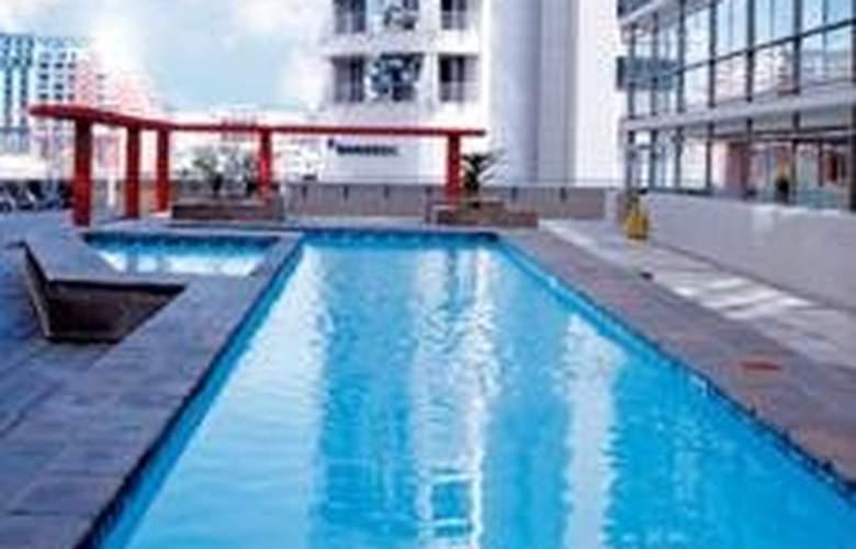 VIP Living Luxury Hotel Apartments - Pool - 6