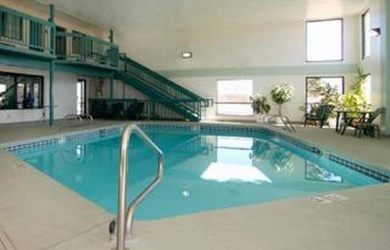 Travelodge by Wyndham Santa Rosa - Pool - 5