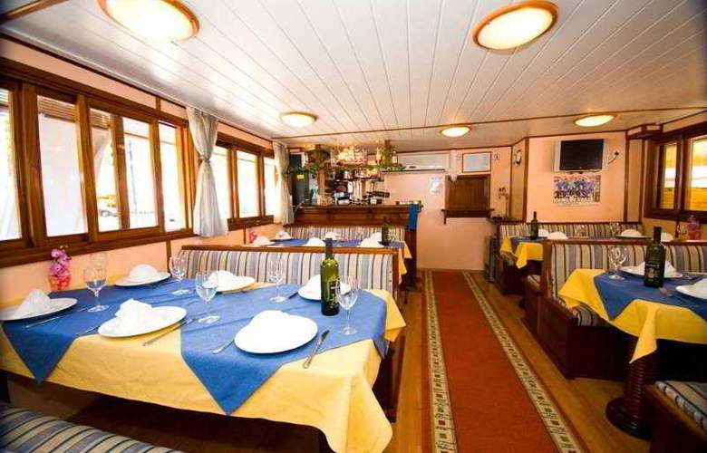 Cruise from Trogir on M/S Otac Nikola - Restaurant - 5