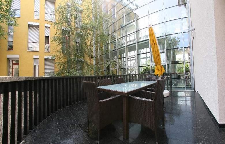 Savoy - Terrace - 24
