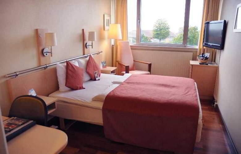 Quality Airport Hotel Dan - Room - 8