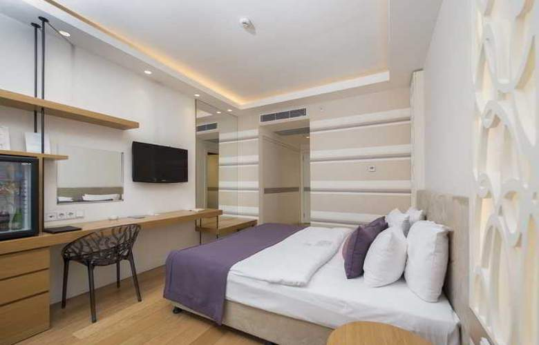 Wes Hotel - Room - 12