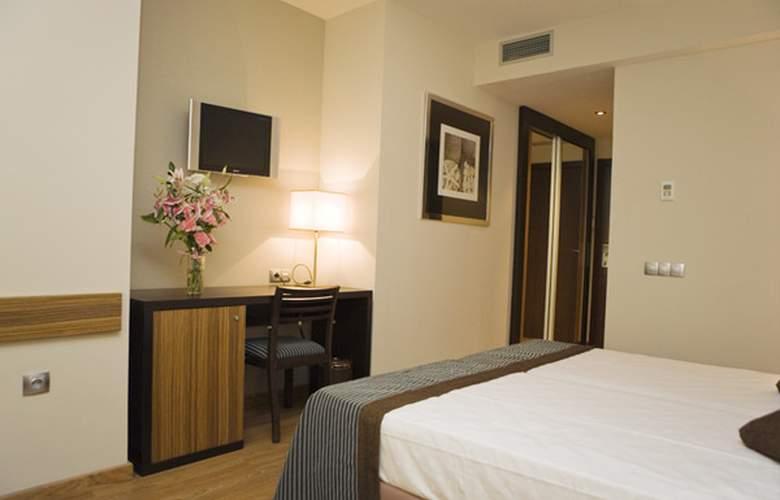 Conilsol Hotel y Aptos - Room - 8