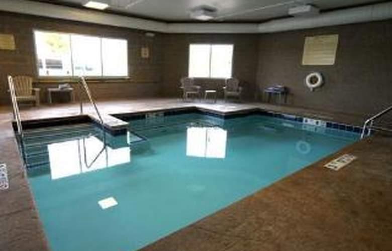 Comfort Inn & Suites - Pool - 2