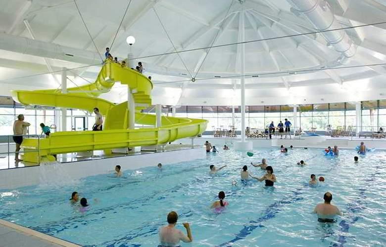 Macdonald Four Seasons Hotel - Pool - 2
