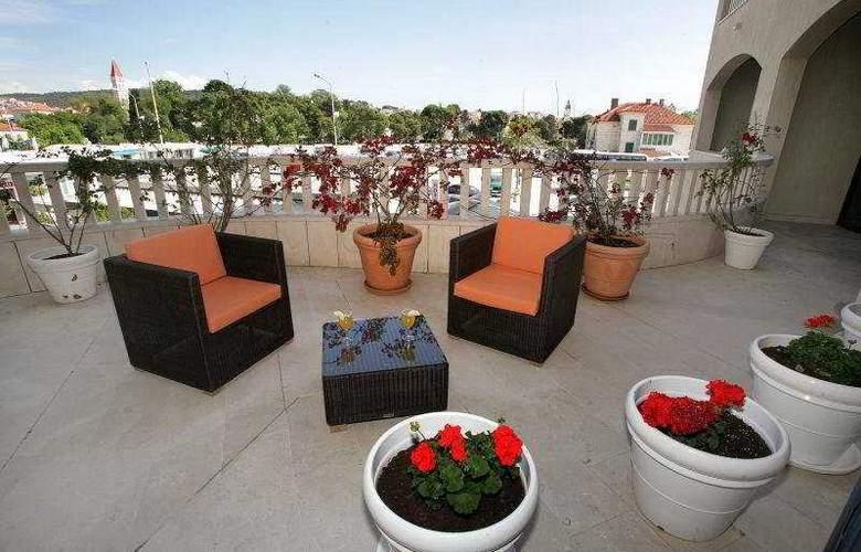 Aparthotel Bellevue - Terrace - 12