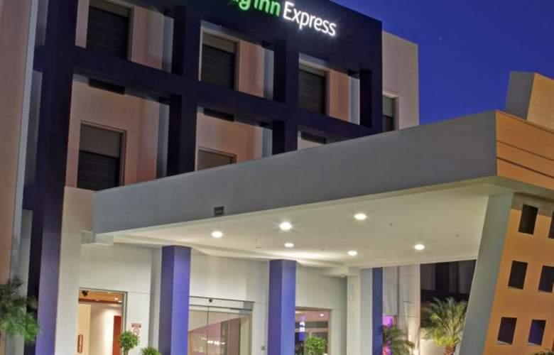Holiday Inn Express San Jose Forum - Hotel - 5