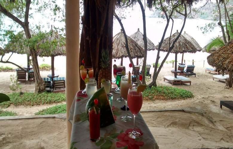 Catalina Beach Resort - Bar - 32