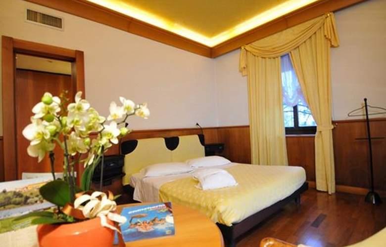 Grand Astoria - Hotel - 3