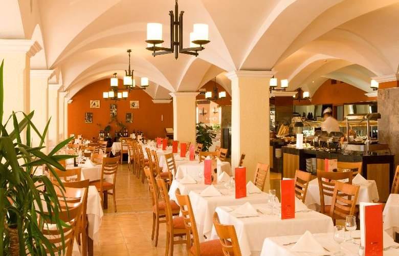 Universal Hotel Aquamarin - Restaurant - 23