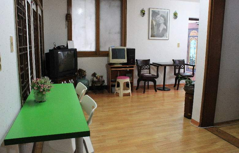 Alpha Guesthouse - Hotel - 2