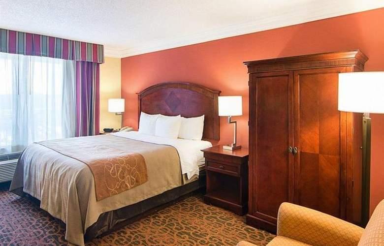Comfort Inn & Suites West - Hotel - 0