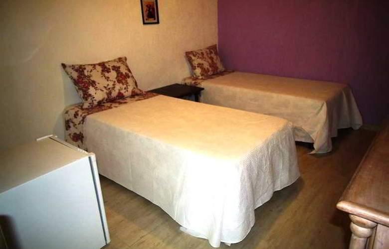 Falcon Guest Suites - Room - 16