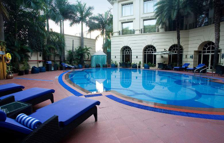 Radisson Blu Chennai City Centre - Pool - 3