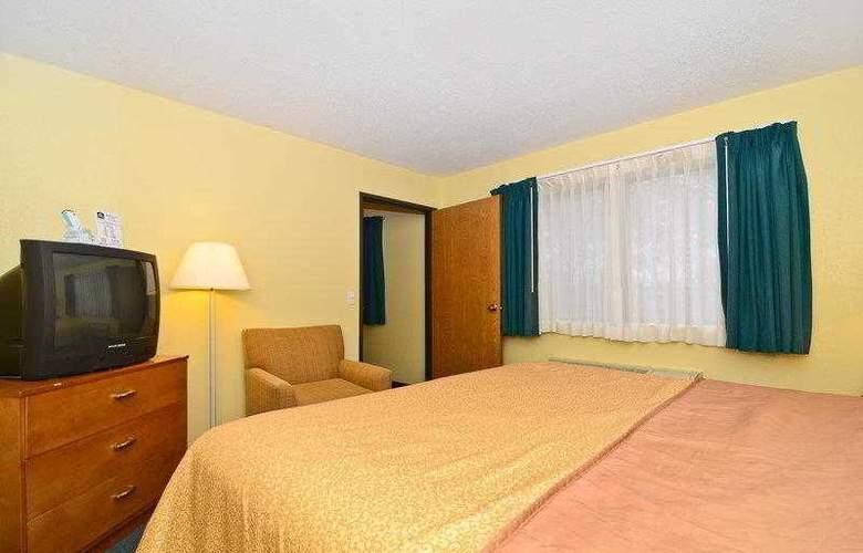 Best Western Ambassador Inn & Suites - Hotel - 38